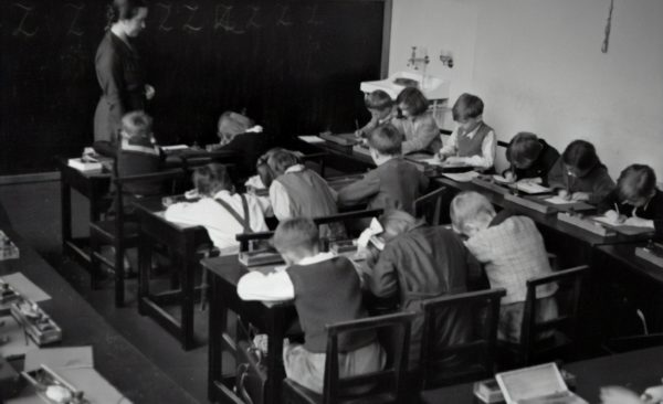 Glance into a classroom, 1935 @austriannationalgallery via Unsplash